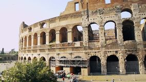 Atra??o italiana Colosseum em Roma Coliseu antigo do anfiteatro na capital de It?lia Um da maioria de turista popular video estoque