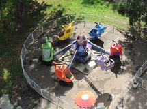 Atração para o verão do carrossel das crianças Fotos de Stock Royalty Free