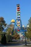 Atrações, uma roda de Ferris imagem de stock