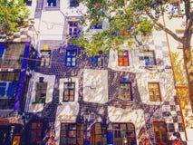 Atracción colorida de Wien - Hundertwasserhaus Fotos de archivo