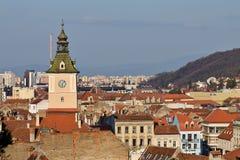 Atracción de la señal en Brasov, Rumania Ciudad vieja La iglesia negra católica Foto de archivo libre de regalías