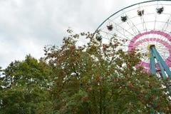 Atracción del parque de atracciones foto de archivo