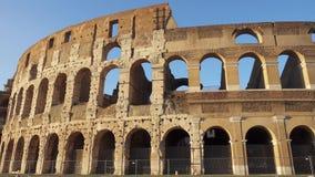 Atracción italiana famosa Colosseum en Roma Coliseo antiguo del anfiteatro en la capital de Italia almacen de metraje de vídeo