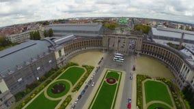 Atracción turística Bruselas Bélgica, arcada vieja del parque aéreo de la ciudad almacen de video