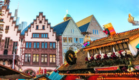 Atracción turística popular del mercado de la Navidad en Francfort, Alemania Fotografía de archivo