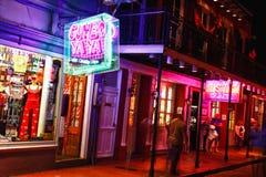 Atracciones coloridas de la calle de New Orleans Bourbon Fotos de archivo libres de regalías
