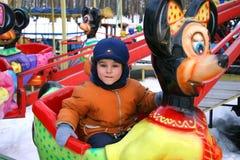 Atracciones en parque. Imagen de archivo libre de regalías