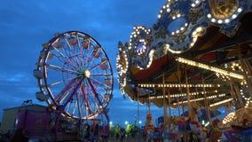 Atracciones populares en Oktoberfest justo en Tulsa Oklahoma - los E.E.U.U. 2017 almacen de metraje de vídeo