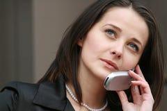 atractive电话妇女 免版税库存图片
