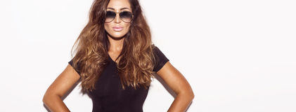 Atractive-Brunette-Damenaufstellung stockfoto
