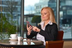 Atractive middle-aged blond businesswoman working Royalty Free Stock Photos