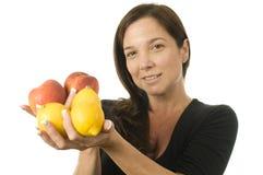 atrakcyjna świeżej owoc brzoskwini kobieta obrazy stock