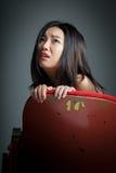 Atrakcyjna Azjatycka dziewczyna 20s przy theatre odizolowywa białego tło Obraz Royalty Free