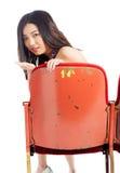 Atrakcyjna Azjatycka dziewczyna 20s przy theatre odizolowywa białego tło Obraz Stock
