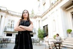 Bizneswoman iść na piechotę odprowadzenie spotykać. Obrazy Royalty Free