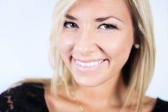 Atrakcyjna blond kobieta na studiu Zdjęcie Royalty Free