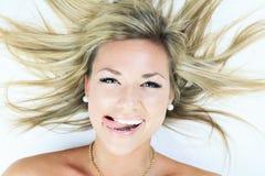 Atrakcyjna blond kobieta na studiu Fotografia Stock