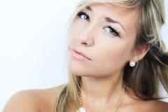 Atrakcyjna blond kobieta na studiu Zdjęcia Royalty Free