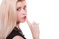 Atrakcyjna blondynki kobieta robi cisza gestowi fotografia stock