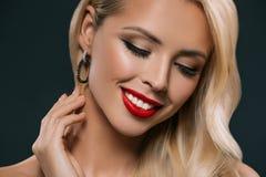 atrakcyjna blondynki kobieta z makeup, obrazy stock