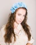 Atrakcyjna brunetka z hairdress obraz stock