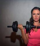 Atrakcyjna brunetki kobieta pracująca out Zdjęcie Royalty Free