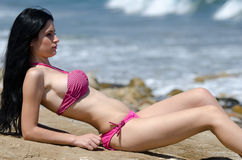 Atrakcyjna busty kobieta w bikini Obraz Royalty Free