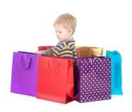 Atrakcyjna chłopiec z torba na zakupy zdjęcie royalty free