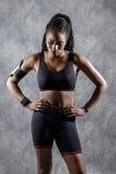 Atrakcyjna Czarna nastoletnia dziewczyna w sportswear fotografia stock