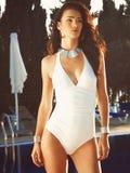 Atrakcyjna dziewczyna przy basenem Zdjęcie Stock