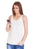 Atrakcyjna dziewczyna używa mądrze telefon Obrazy Royalty Free