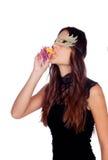 Atrakcyjna dziewczyna z karnawałową maską Zdjęcia Royalty Free