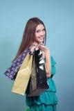 Atrakcyjna dziewczyna z zakupami. Fotografia Stock