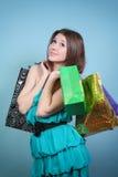 Atrakcyjna dziewczyna z zakupami. Obrazy Royalty Free