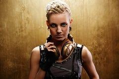 atrakcyjna dziewczyny portreta ruch punków kontrpara Zdjęcia Royalty Free