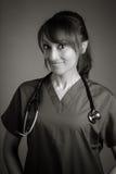 Atrakcyjna indianin lekarki kobieta pozuje w studiu Zdjęcie Stock