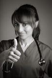 Atrakcyjna indianin lekarki kobieta pozuje w studiu Obrazy Royalty Free