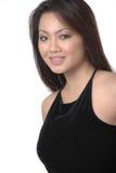 atrakcyjna kobieta czerni sukience obrazy stock