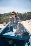 Atrakcyjna kobieta na seashore Obrazy Royalty Free