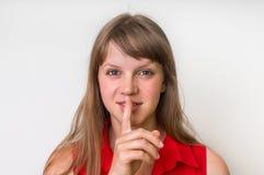 Atrakcyjna kobieta pokazuje jeden palec, robi cisza gestowi obrazy royalty free
