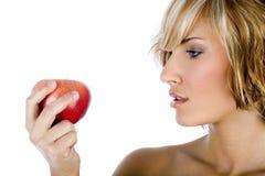 Atrakcyjna kobieta trzyma jabłczanego, promujący zdrowego styl życia obrazy royalty free