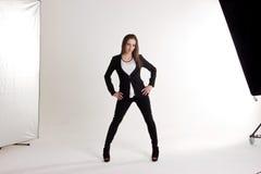 Atrakcyjna kobieta w fotografii studiu na Białym tle Zdjęcia Stock