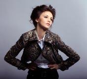 atrakcyjna kurtki skóry kobieta zdjęcie royalty free