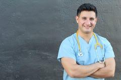 Atrakcyjna Męska latynos lekarka, pielęgniarka Odizolowywający z kopii przestrzenią lub Obraz Royalty Free