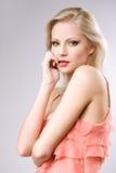 Atrakcyjna młoda blond kobieta. zdjęcie royalty free