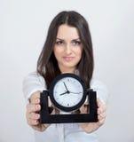Atrakcyjna młoda kobieta i czerń zegar Obraz Royalty Free