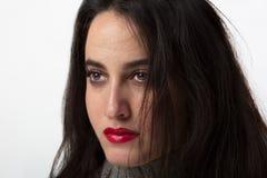 Atrakcyjna młoda kobieta jest ubranym czerwoną pomadkę Obraz Stock