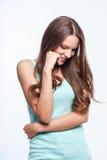 Atrakcyjna młoda kobieta wyraża jej nieśmiałość Fotografia Royalty Free