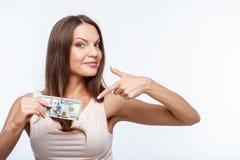 Atrakcyjna młoda zdrowa dziewczyna pokazuje pieniądze zdjęcia royalty free