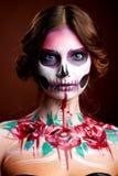 Atrakcyjna młoda kobieta z cukrowym czaszki makeup Zdjęcie Stock